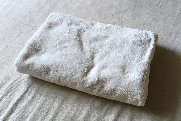 バスタオルを折っただけの枕