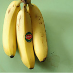 バナナをバナナスタンドに掛けておくと数日のうちに落ちる