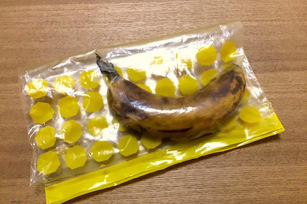 冷蔵庫で数日保管されたバナナ